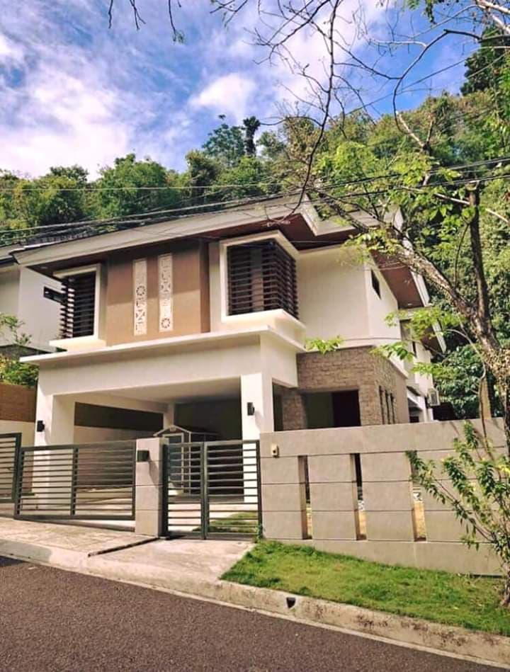House and lot in Maria Luisa for sale